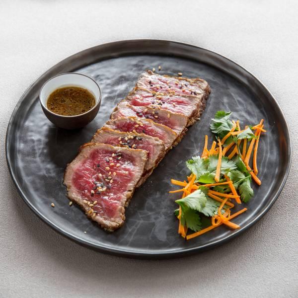Recipe Beef tataki, passion vinaigrette and old-fashioned mustard, sesame  sautéed sucrine heart - FRIJE
